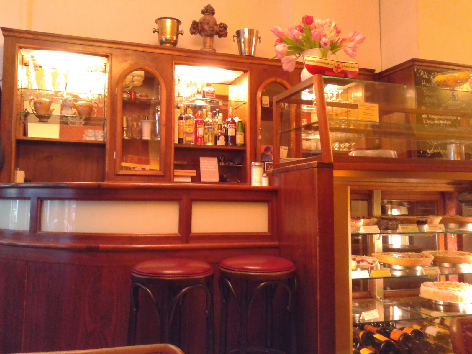 we are big friends restaurant tipp cafe gnosa in hamburg lange reihe 93. Black Bedroom Furniture Sets. Home Design Ideas