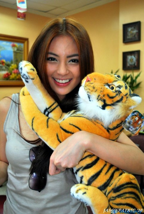 hot sam pinto with tiger stuff toy 01