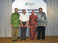Long service award being presented by guest of honor Tunku Imran