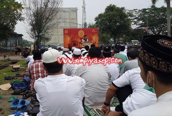 KHIDMAT :   Pelaksanaan Tabligh Akbar dan Tasyakuran Alhamdulilah berlangsung aman dan lancar kemarin (Ahad, 20 September 2015) di Halaman Auditorium Universitas Tanjungpura.  Foto Asep Haryono