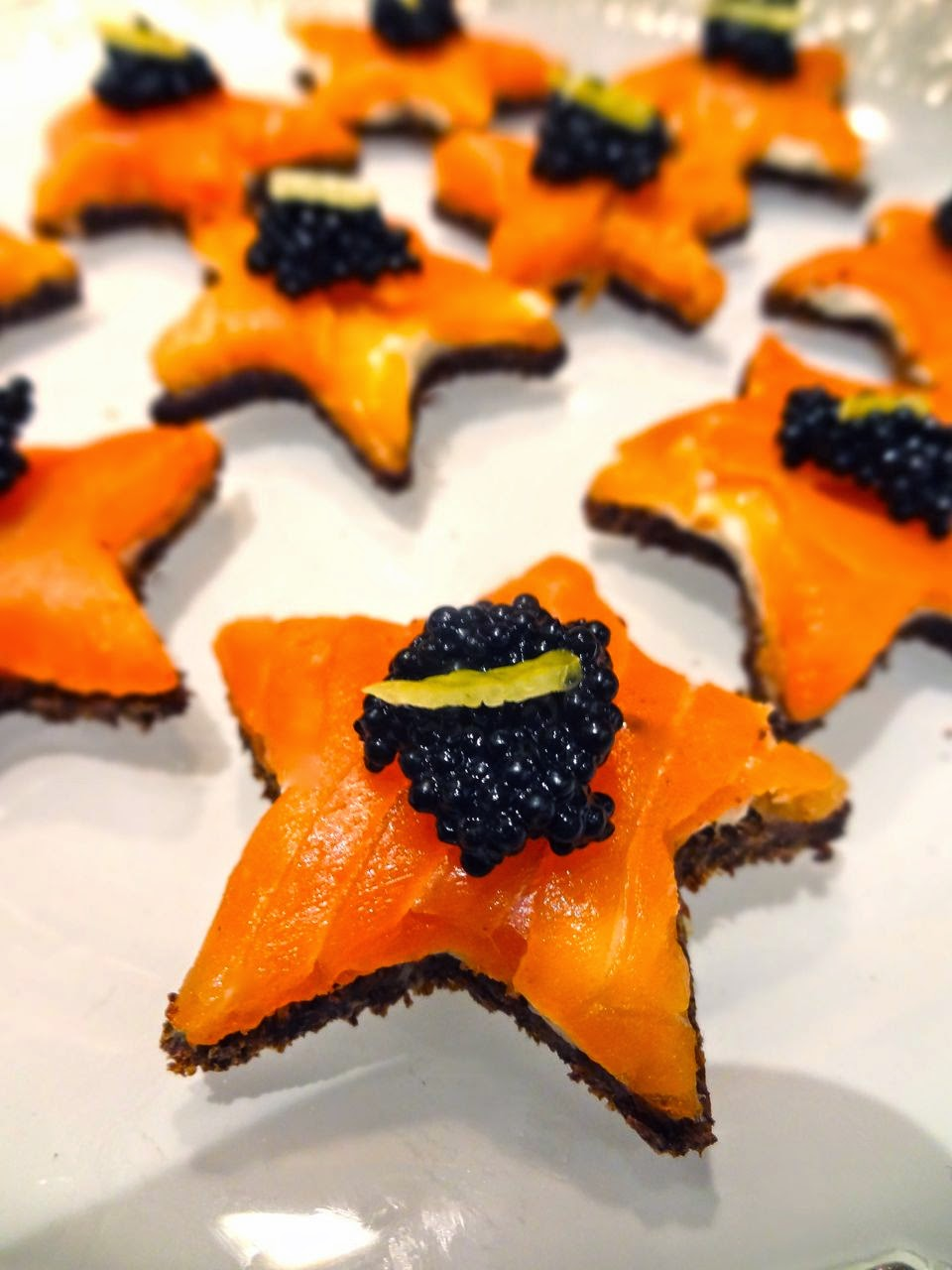 Scrumpdillyicious smoked salmon caviar star shaped canap s for Canape with caviar