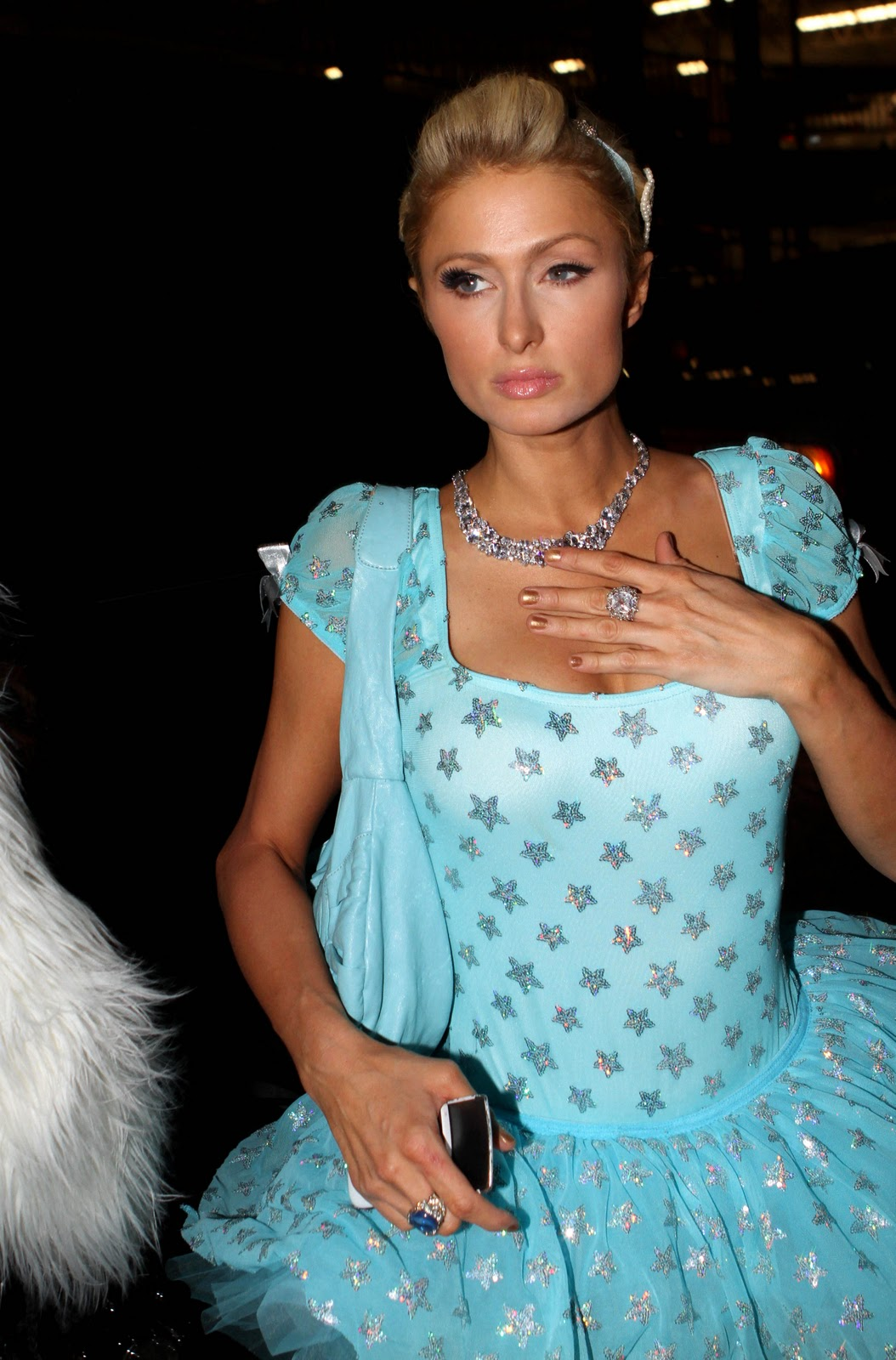 spicy hollywood model Paris Hilton body show stills