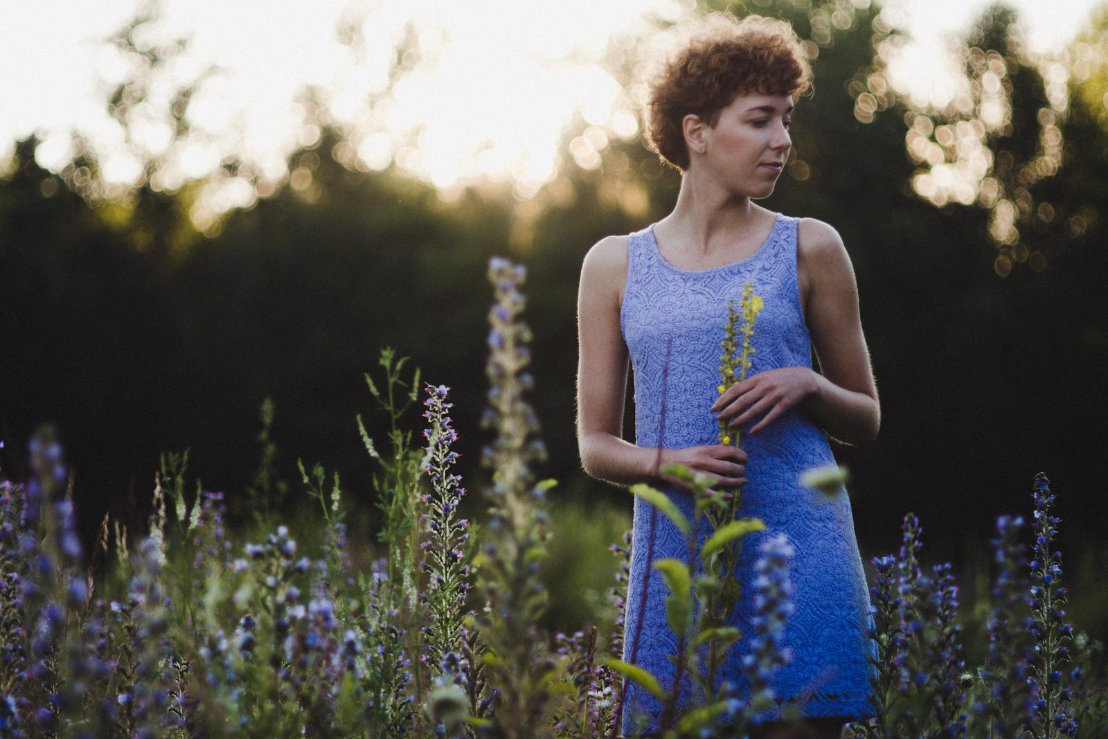 """Portret osobisty pt. """"Dziewczyna w niebieskiej sukience"""". fot. Łukasz Cyrus"""