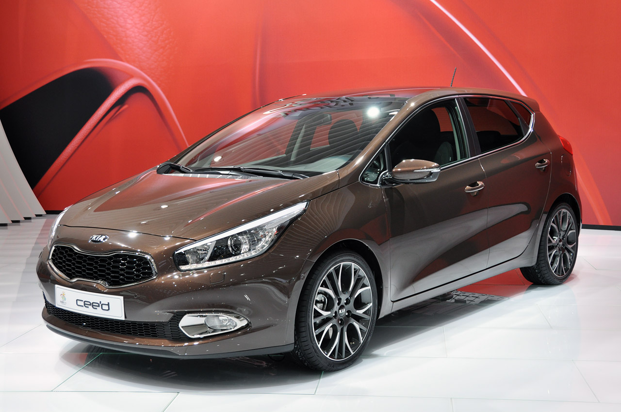 world premiere for all new kia cee 39 d at geneva. Black Bedroom Furniture Sets. Home Design Ideas