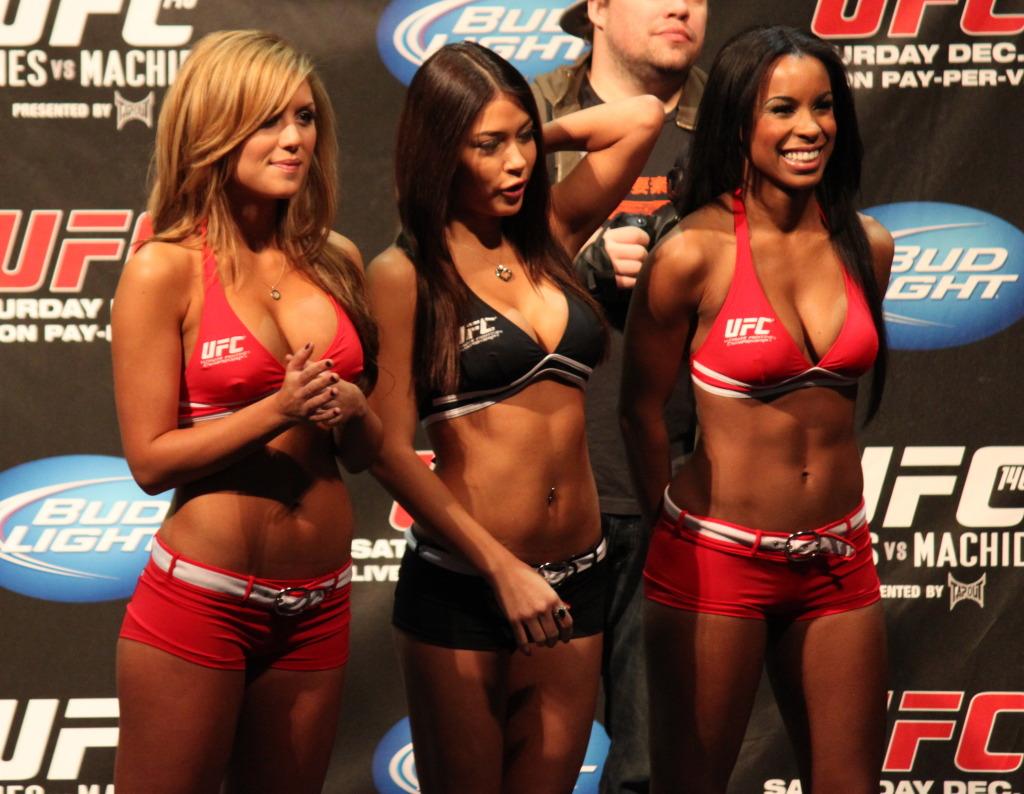 http://2.bp.blogspot.com/-diTiNOEG5e0/Tu5stnMjV8I/AAAAAAAAARE/hMpxjhIRKRM/s1600/ufc+octagon+girls.jpg