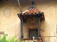 Detall de la cisterna coberta i elevada