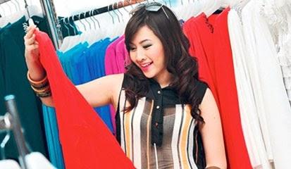Tips Cara Mengombinasikan Warna Baju Wanita Agar Tampak Cantik