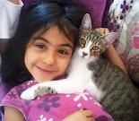 kızım İrem ve kedisi Minnoş:)))