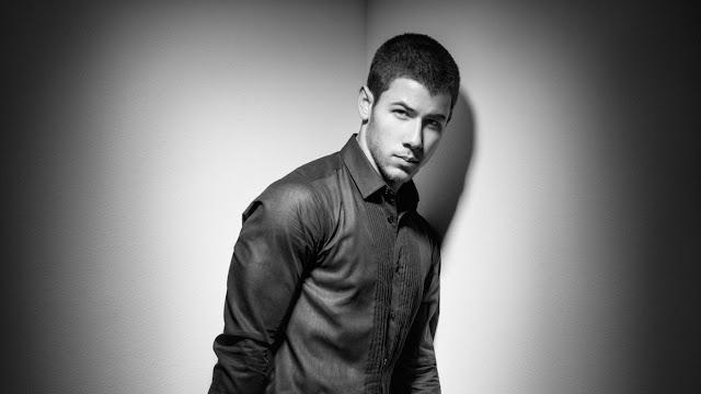 Nick Jonas posa para la revista ID y habla sobre la era en Disney.
