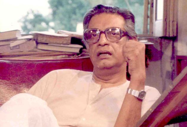 satyajit ray Ray decidiera que pather panchali —relatu de formación, clásicu, de la lliteratura bengalí (publicáu en 1928 por bibhutibhusan bandopadhyay)—, sirviría d'argumentu pa la so primer película.