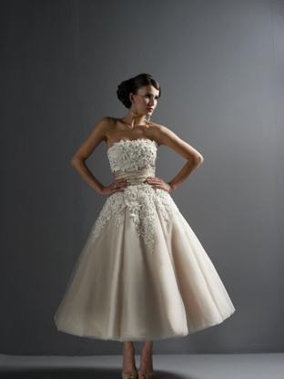 That Big White Dress wedding lancaster wedding dress Image B01 image b01