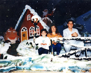 Loly y sus dos hijos Isidro y Alex.