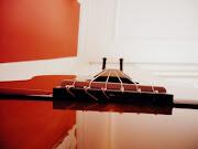 'Een gitaar sluit je in je armen terwijl je het bespeelt'*