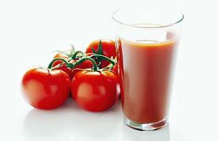 Jus tomat yang baik untuk menjaga kulit agar terhindar dari jerawat