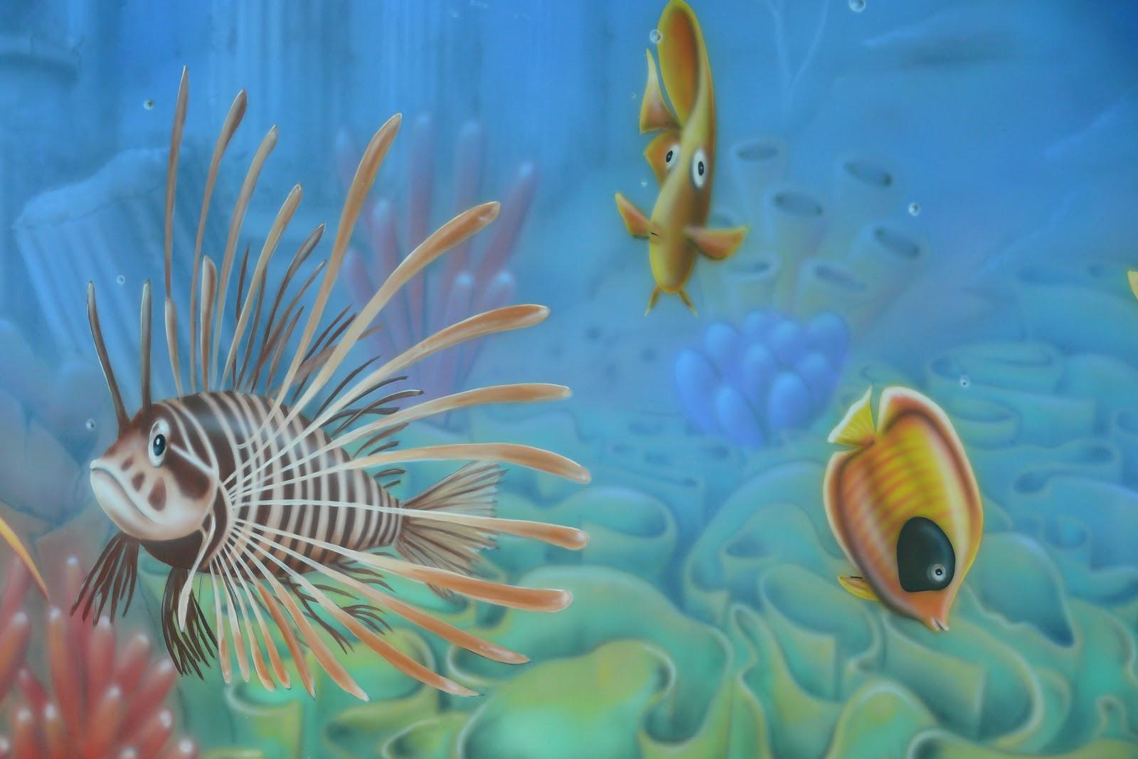 Malowanie na ścianie obrqazu przedstawiającego rafę koralową, mural ścienny 3D, aranżacja basenu, Warszawa