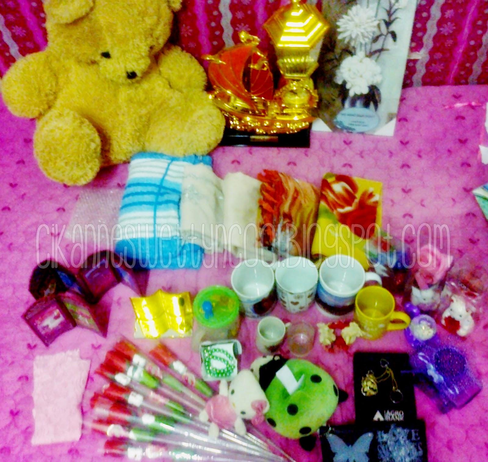 koleksi hadiah daripada murid-murid