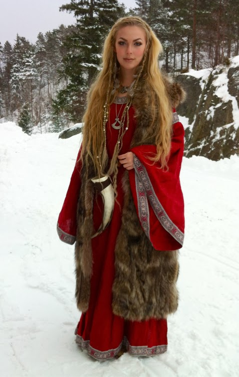 Creative The Dress Is The Newest Cut In Viking Fashion Of Course, We Dont Know Exactly How Such A Scenario Played Out Nevertheless, To A Viking Woman, Fridas Dress In Vibrant Red With Matching Brooches Could Have Been Hugely