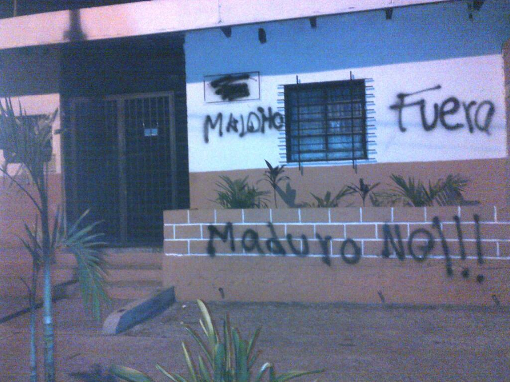 de @ALBERLYNMIC y muestra un Barrio Adentro atacado en Valencia