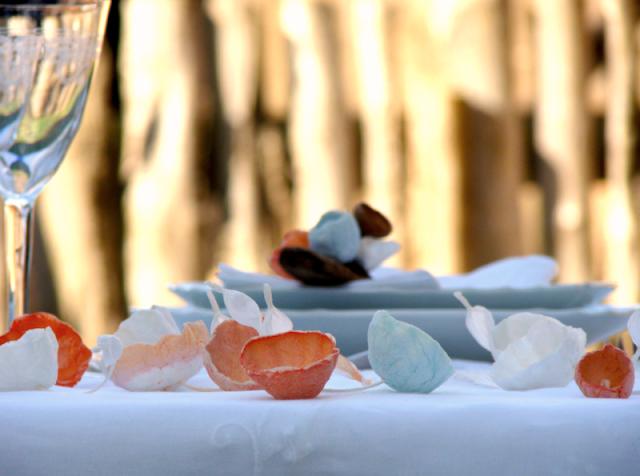 fiori di carta, paper flowers e ghirlande per tavolo sposi