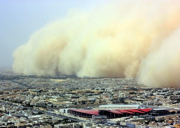 Nuvem gigante de pó em Tempestades de areia