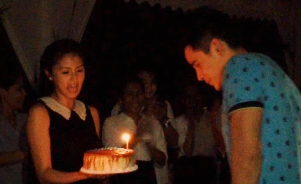 "Kim Chiu greets and kisses Xian Lim a ""Happy Birthday"""