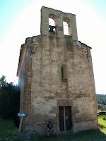 La façana de ponent de l'església de Santa Maria de Merola