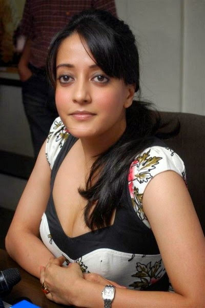 RAIMA SEN HOT PICS UNSEEN HOT CENSORED LEAKED SHOCKING OOPS WARDROBE MALFUNCTION HOT PICS OF RAIMA SEN