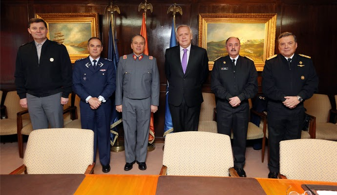 http://www.defensa.cl/destacados/encabeza-junta-de-comandantes-en-jefe/