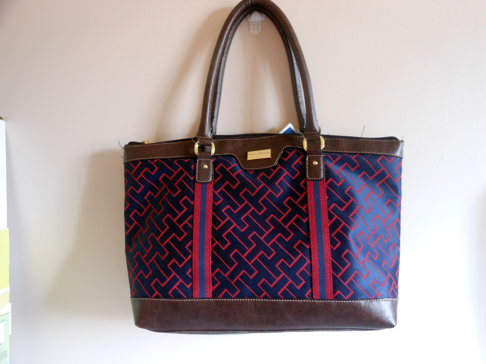Wonderful This Tommy Hilfiger Shoulder Bag Fits All Your Daily Essentials In Its
