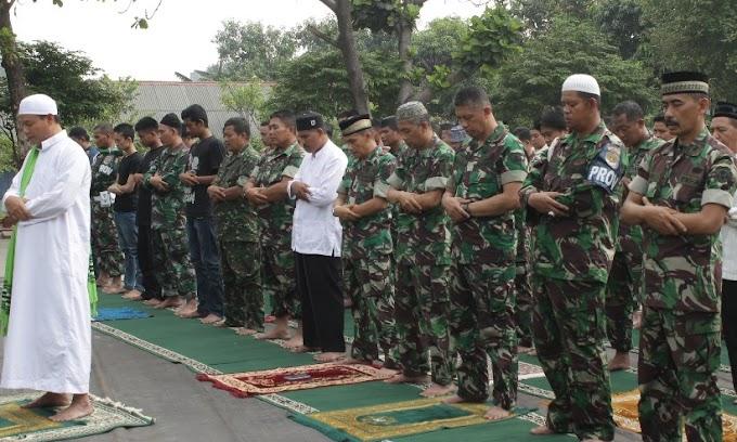 Ratusan Anggota Kodim 0508/Depok Sholat Istisqo