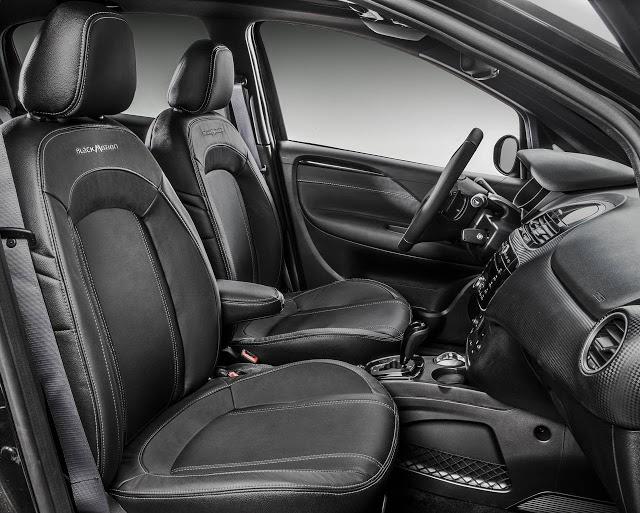 novo Fiat Punto Blackmotion 2014 interior lado