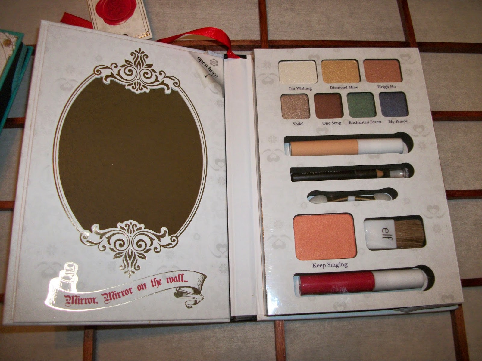Inside the elf Fairest of Them All Palette