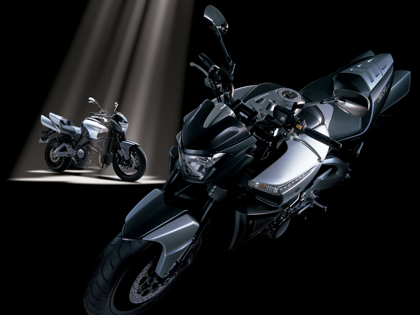 http://2.bp.blogspot.com/-dn8rpWq6B7k/TpzglNgM7bI/AAAAAAAACTs/hV0FXtqKiik/s1600/suzuki_B-King_2008_motorcycle-desktop-wallpaper_05.jpg