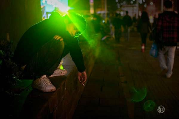 hình ảnh boy buồn co đơn hút thuốc