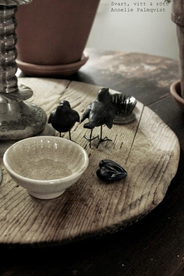 gamla saker, träbricka, svarta fåglar, liten skål, vintage, butik, susan cedgård,