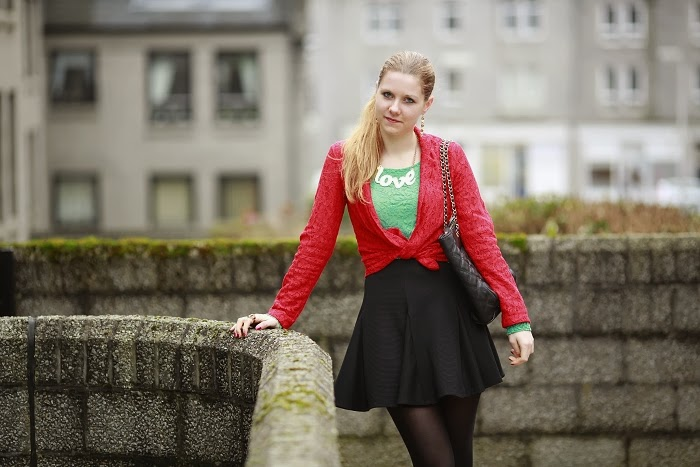 red blazer, lace top, how to wear lace, lucie srbová