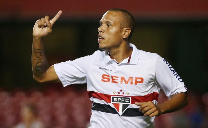 Luis Fabiano foi o cara da partida ao fazer 3 gols.