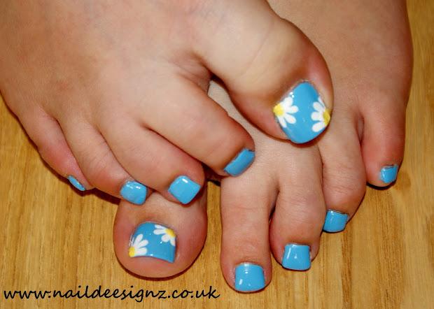 naildeesignz daisy nail art