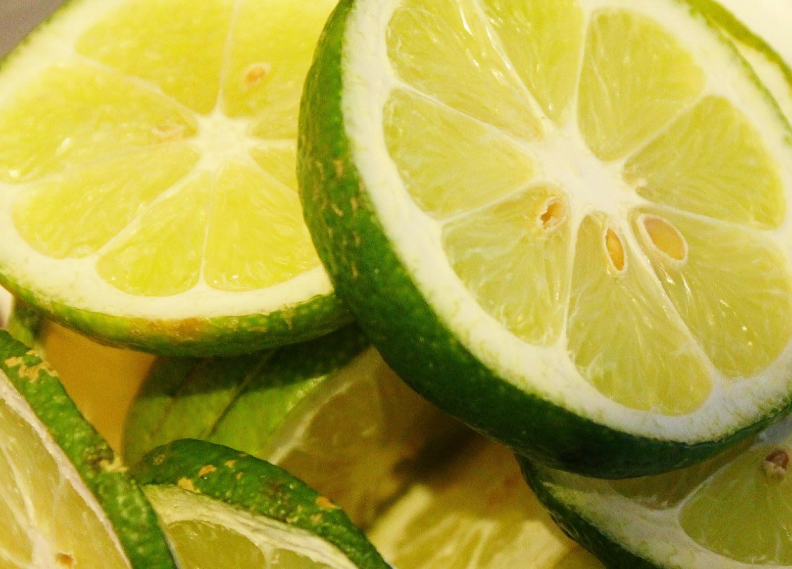 Πώς διατηρούνται τα κομμένα λεμόνια ή τα lime;