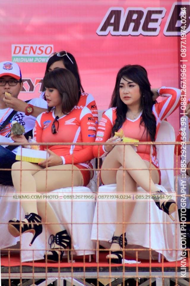 Umbrella Girl di HRC 8 Purwokerto - Super Seksi - Wow , Foto oleh KLIKMG Fotografer Prewedding Indonesia :: ( Bagian 1 )
