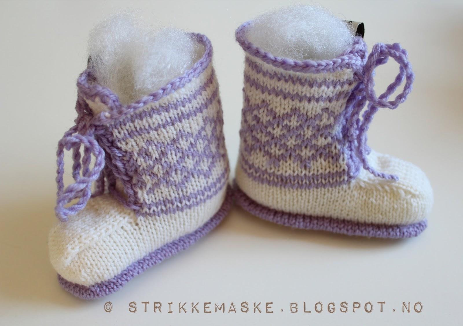 Baby booties med lilla innslag