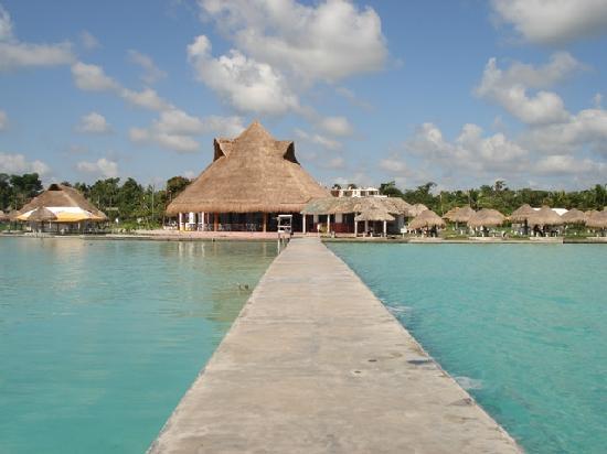 Con la mochila en la espalda conociendo la laguna de los for Hotel luxury villas bacalar