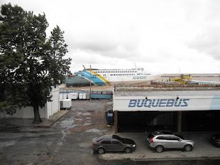 Fila de carro para embarque no Buquebus