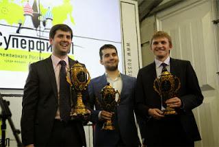 Le podium du tournoi masculin : Peter Svidler, Ian Nepomniachtchi et Nikita Vitiugov © Chessbase