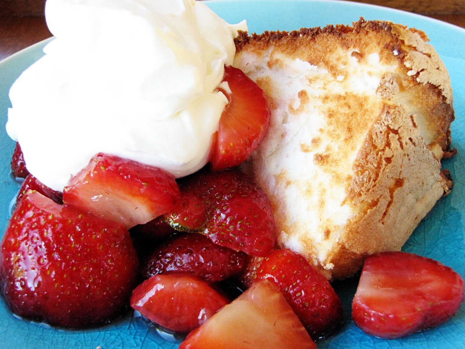 Strawberry angel food cake recipe easy dessert recipes strawberry angel food cake recipe forumfinder Images