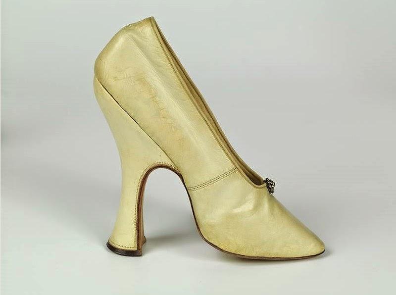1f6262f02acc Véronique Chemla  L histoire sous les pieds. 3000 ans de chaussures