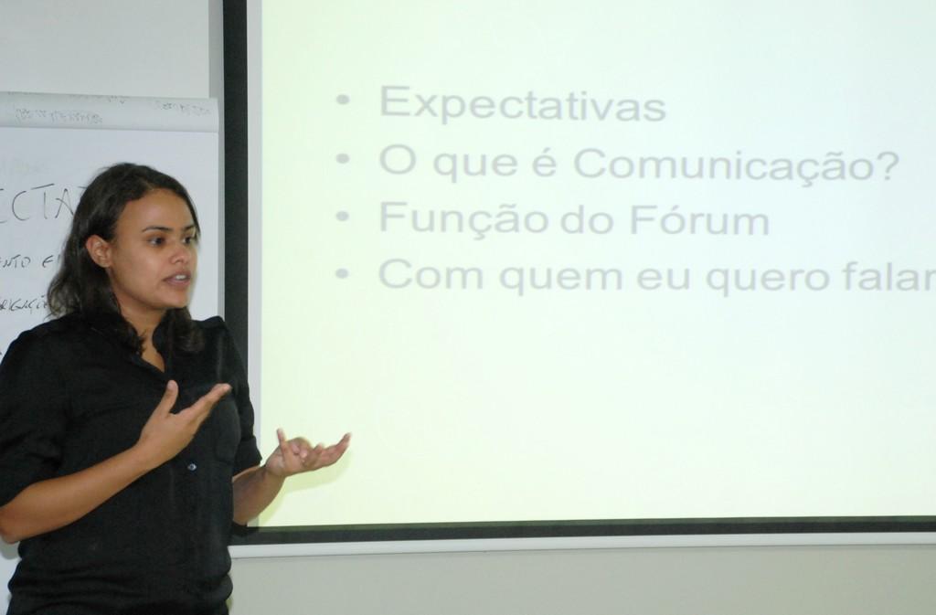 Comunicóloga da Petrobras, Ana Farjado, ministra a 1ª Oficina de Capacitação em Comunicação e Identidade da Agenda 21