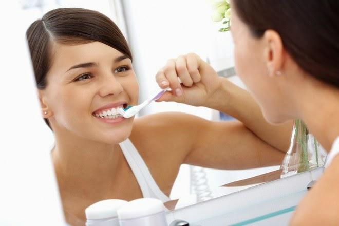 Chải răng đúng cách để mang đến hàm răng chắc khỏe hơn.