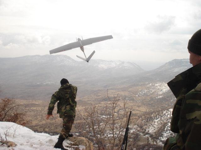 اكثر 10 اسلحة غير مأهولة تطورا في العالم  * الجياد السوداء* Baykar+Mini-IHA+in+Turkish+Army+uav+hand+held+launched+export++%25285%2529