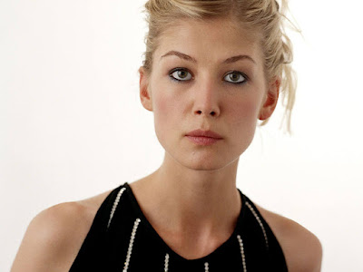 English Girl Rosamund Pike Wallpaper